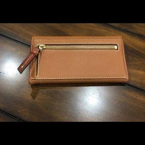Dooney & Bourke Bags - Dooney & bourke pebble continental wallet caramel
